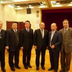 平沢勝栄議員(右から3人目)
