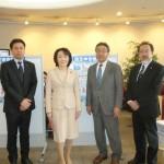 山田美樹議員(左から2人目)