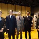菅直人議員(左から2人目)