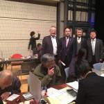 島村大議員(左から2人目)