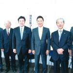 中山泰秀議員(左から3人目)
