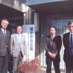 前川清成議員(左から2人目)