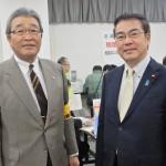 安藤裕議員(右)