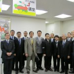 尾立源幸議員(左から6人目)