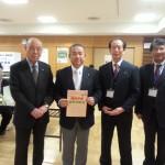 本村賢太郎議員(左から2人目)