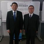 笠浩史議員(左)