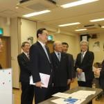 岡田直樹議員(左から3人目)