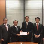 斉藤議員と若松議員に要望書を手交