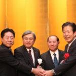 山口那津男公明党代表(右端)と 北側一雄公明党政策懇話会会長(左端)
