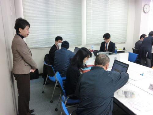 上川陽子議員(左端)