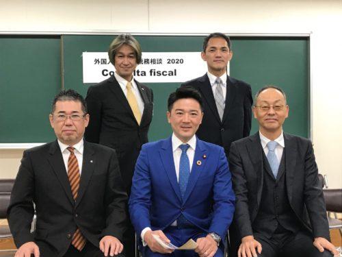 関健一郎議員(中央)