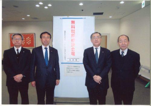 日吉雄太議員(左2人目)